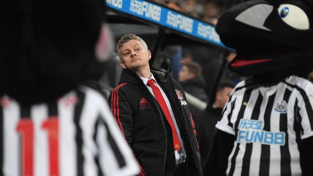 Solskjaer Menenangkan Man United
