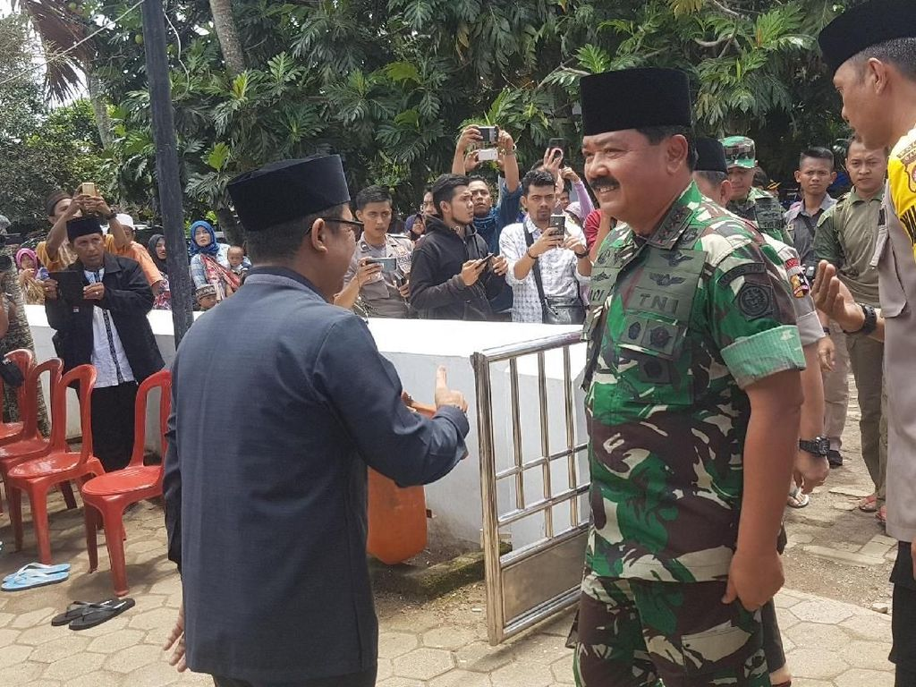 Kapolri dan Panglima TNI Doa Bersama di Lokasi Tsunami Pandeglang