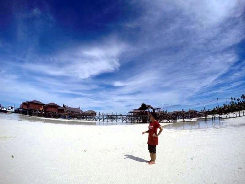 Putih Pasir Pantai Maratua Sungguh Menggoda