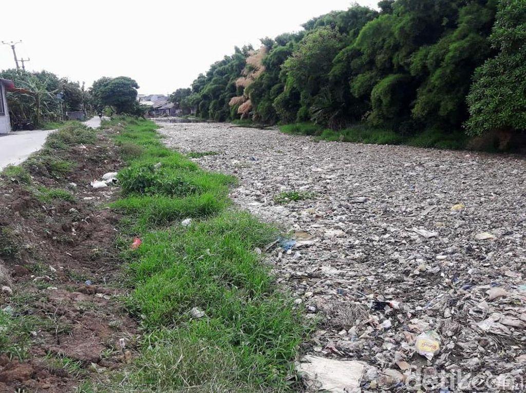 Lautan Sampah Kali Kabupaten Bekasi juga Berasal dari Kota