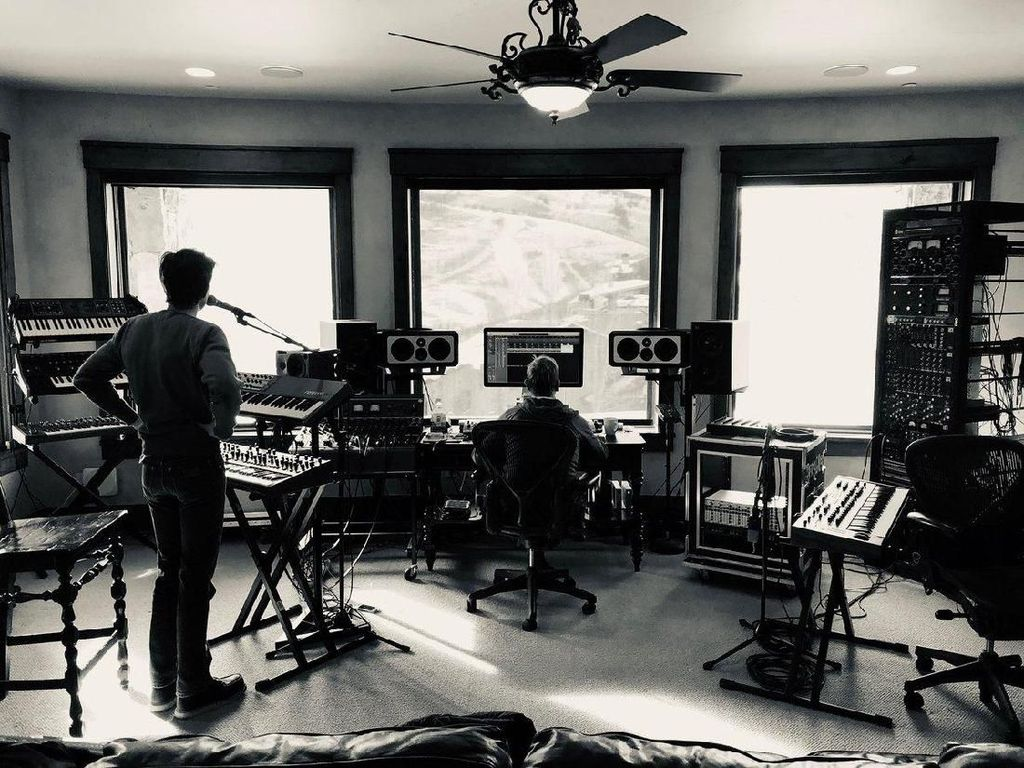 Penggemar Duga The Killers Siapkan Lagu Baru karena Foto Ini