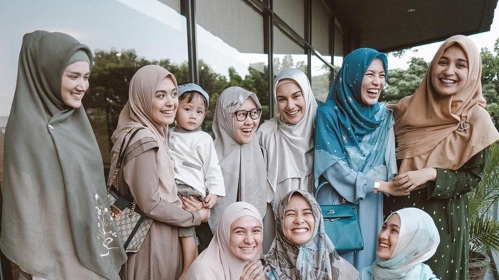 Foto: Adu Gaya Irish Bella dan Prilly Latuconsina Saat Pakai Hijab
