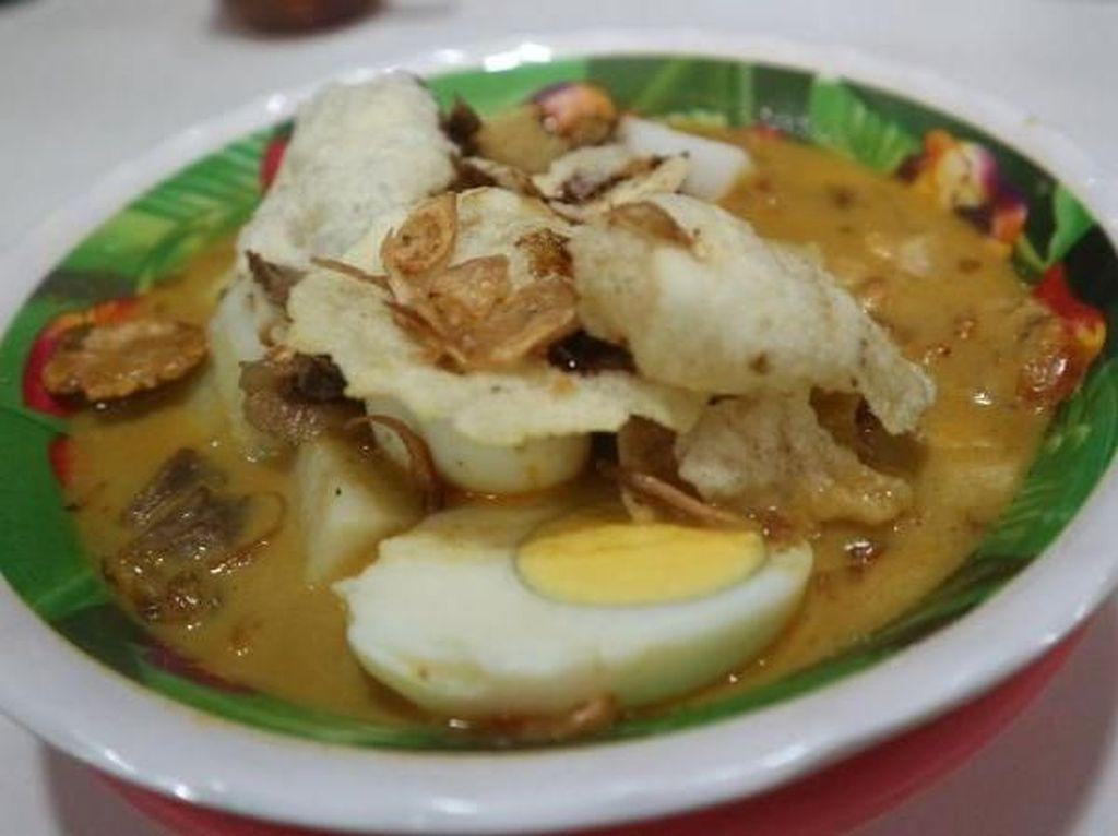 Wisata Kuliner Lontong Kari di Bandung, Enak!