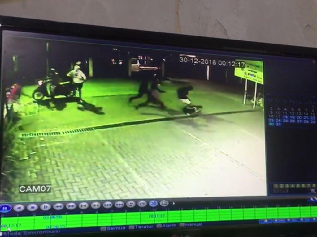 Polisi Kejar Geng Motor Sadis yang Bacok Warga di Depok