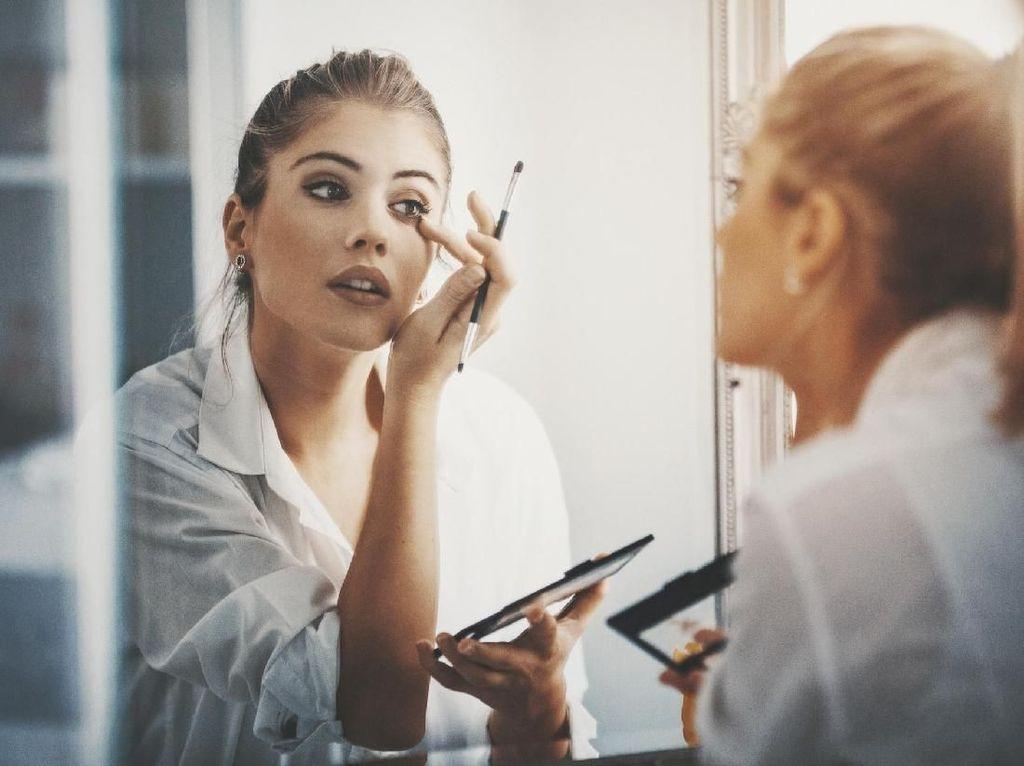 Tips dari Makeup Artist Saat Beli Makeup Lewat Jastip