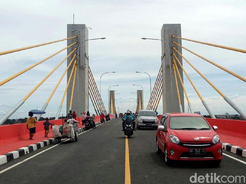 Baru Dibuka, Jembatan Musi IV Diserbu Warga Palembang