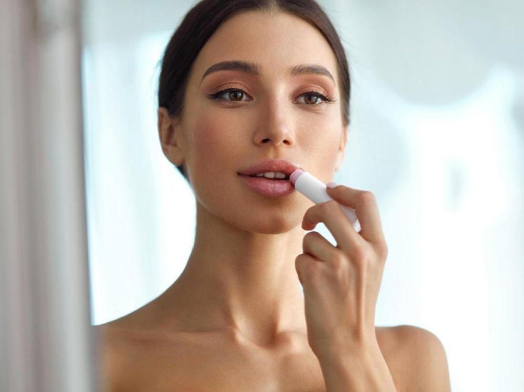 8 Produk Favorit untuk Mengatasi Bibir Kering Saat Puasa