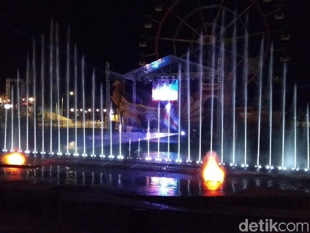 Foto: Gemerlap Air Mancur Jejogetan di Semarang