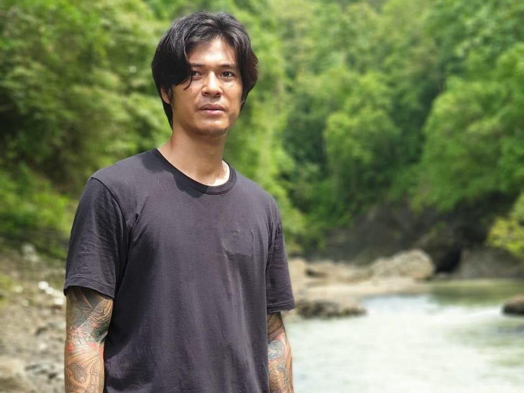 Foto: Marshall Sastra Bertahan Hidup di Hutan Pangandaran
