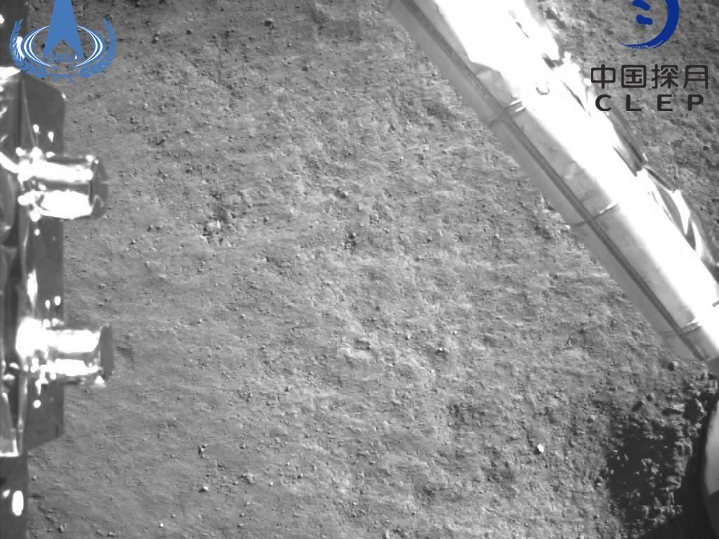 Satelit China Jepret Foto Spektakuler Bulan di Depan Bumi Bulat