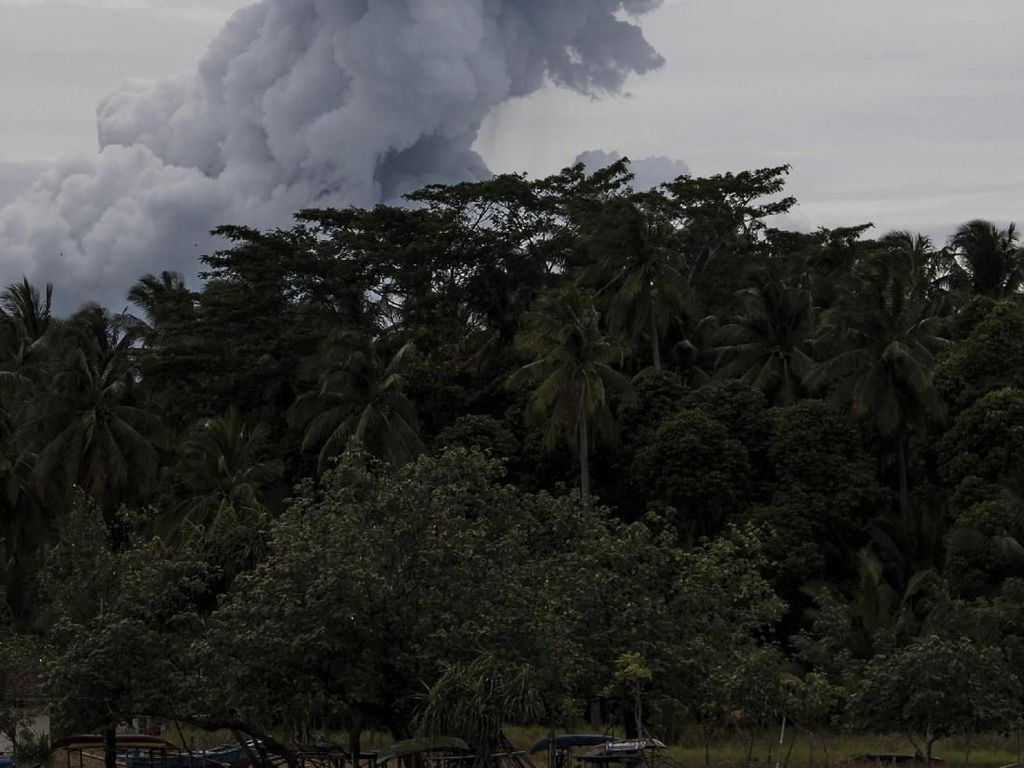 Status Gunung Anak Krakatau Turun Jadi Waspada