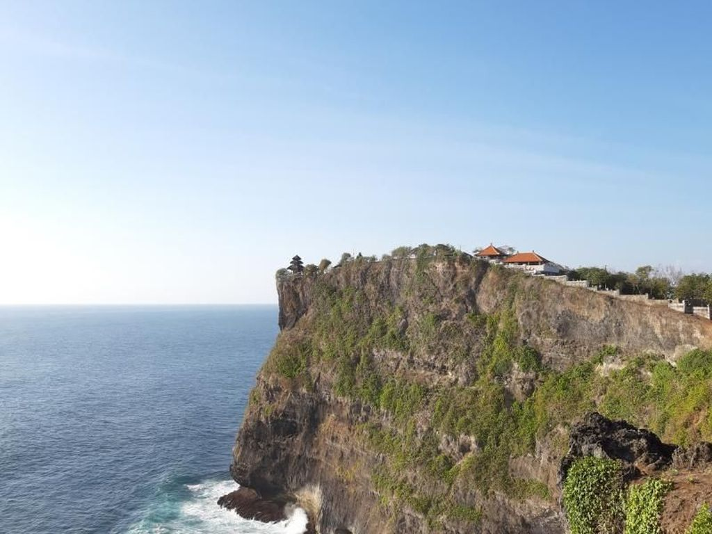 Celebrity on Vacation: Main Paragliding di Pantai Pandawa