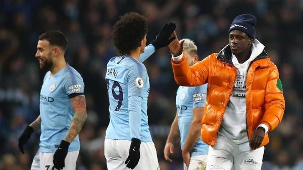 Mendy Ingin Rayakan Kemenangan City atas Liverpool...Eh Dikira Suporter