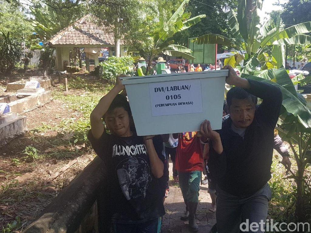 5 Jenazah Korban Tsunami Tak Teridentifikasi Dimakamkan
