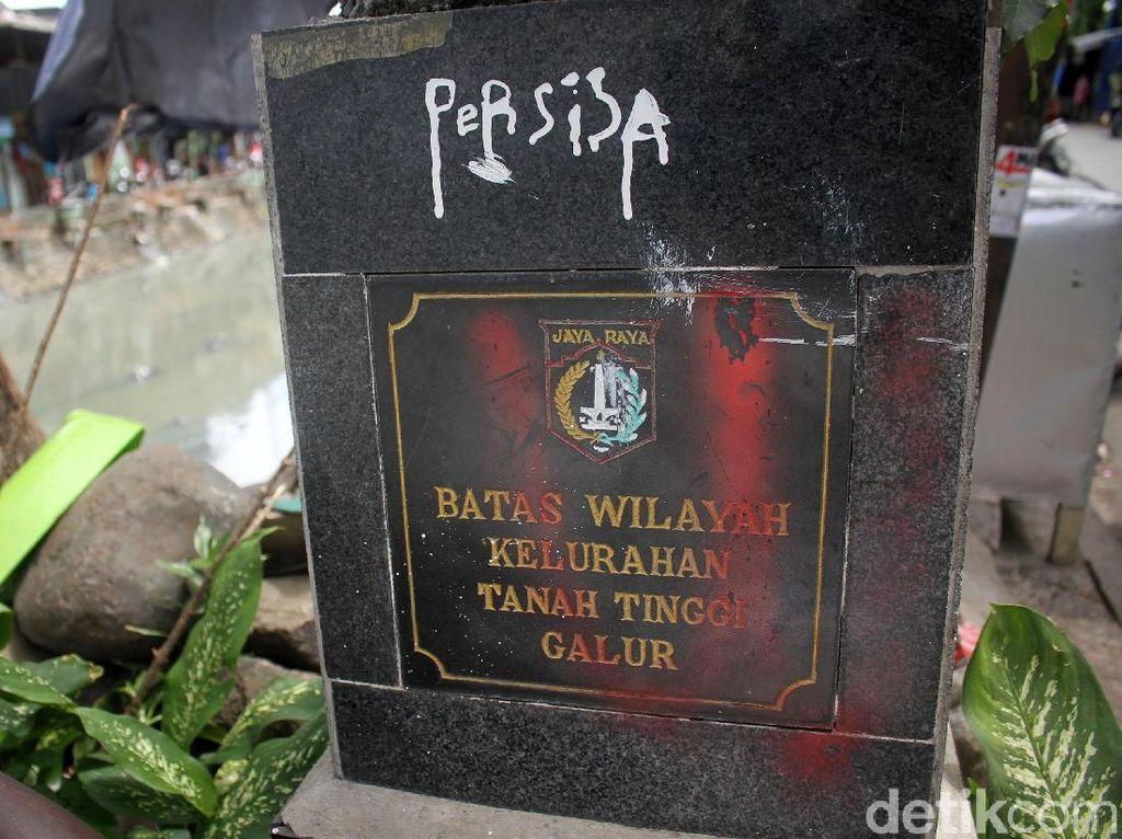 Duh...! Tugu Batas Wilayah di Jakarta Banyak yang Rusak
