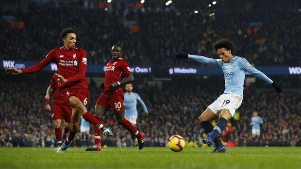 Leroy Sane mencetak gol kemenangan Manchester City atas Liverpool