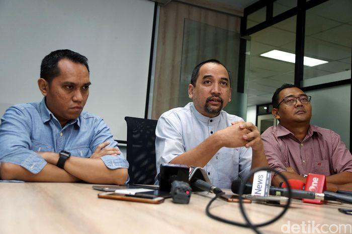 PT LIB membantah lewat konferensi pers pada Jumat (4/1).