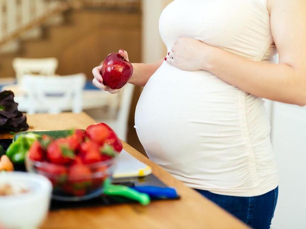 Banyak Pantang Makanan Saat Hamil Bikin Bayi Mudah Alergi?