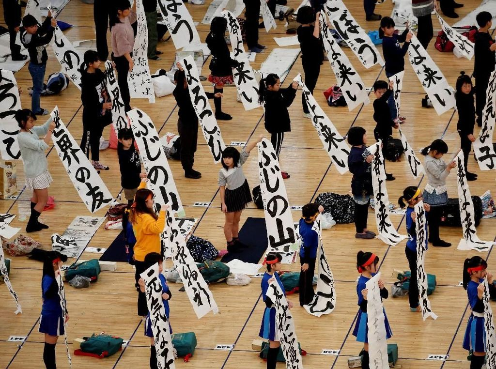 Serunya Anak-anak Ikuti Kontes Kaligrafi di Jepang