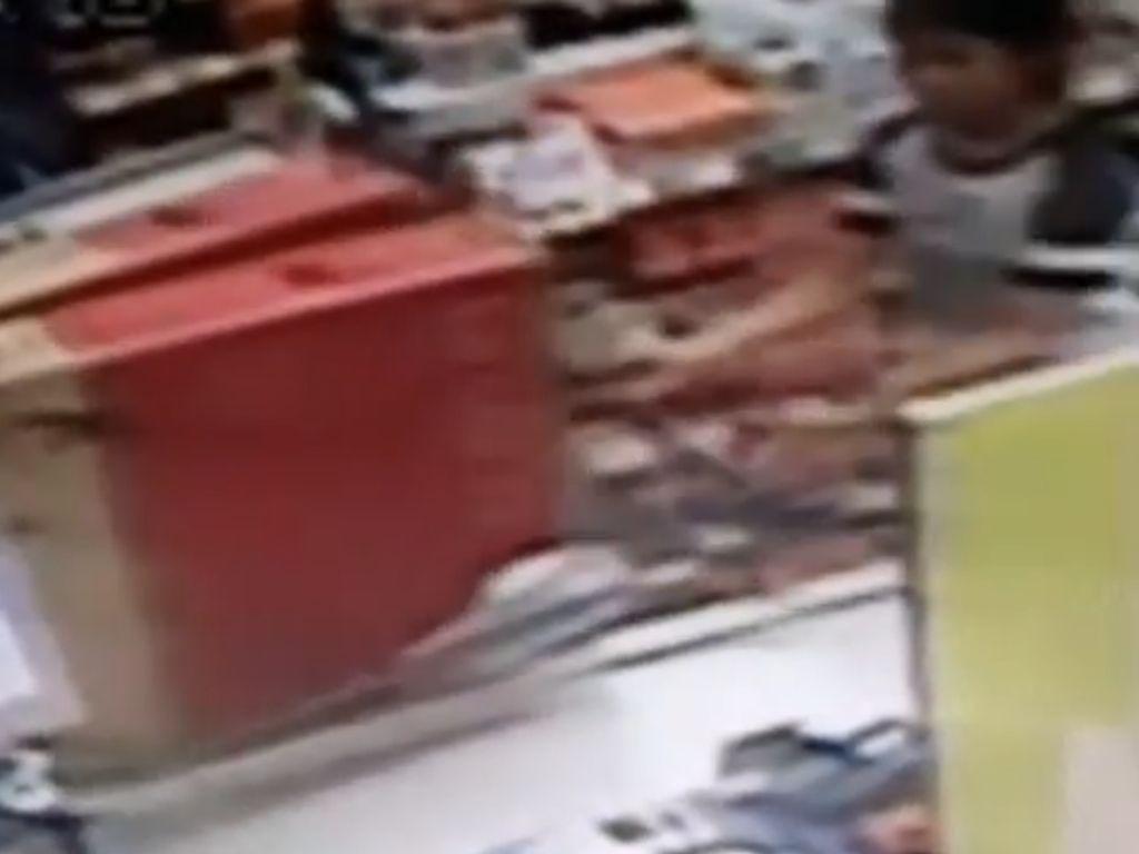 Polisi Tangkap Wanita Pencuri 2 TV 43 Inchi di Kemang