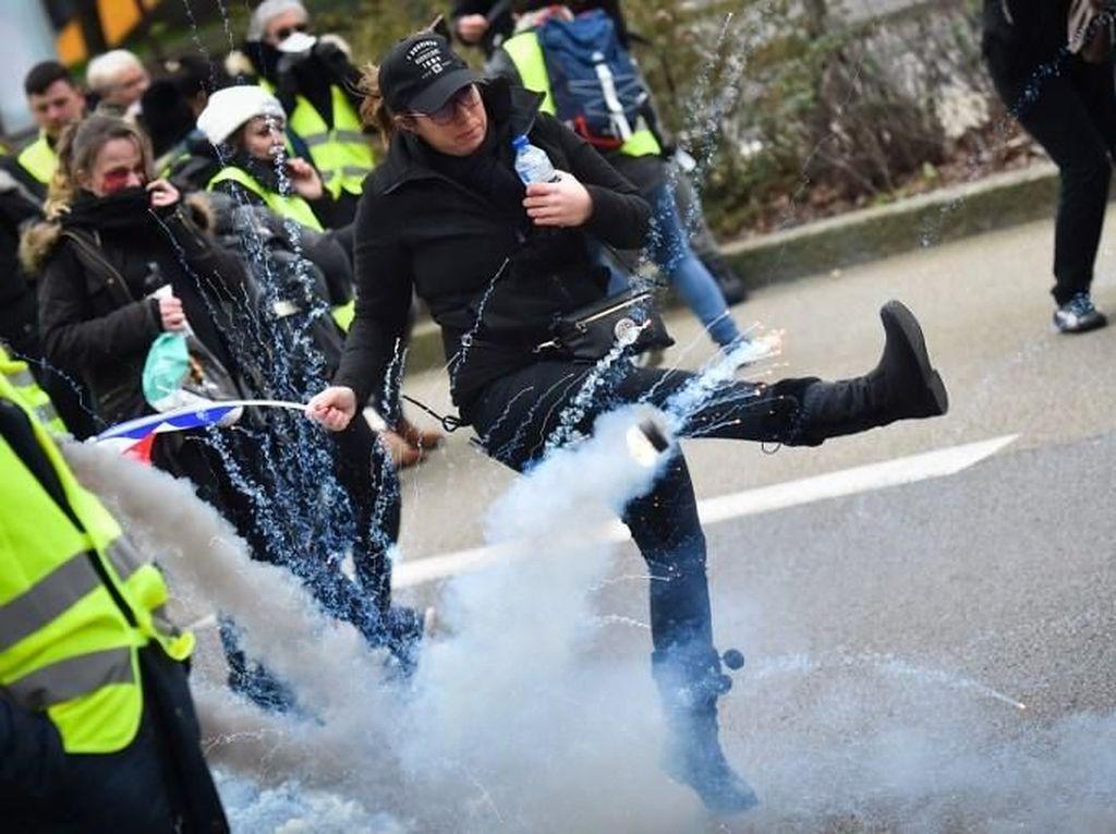 Tuntut Presiden Macron Mundur, Aksi Rompi Kuning Berujung Ricuh