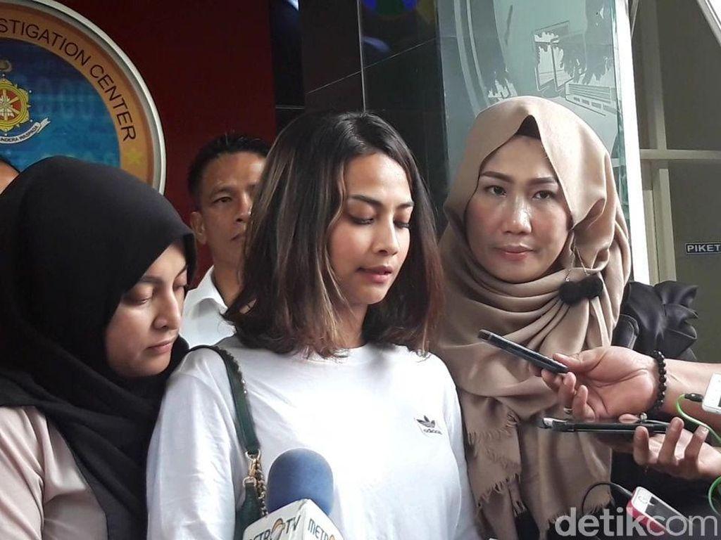 Kecupan Jane Shalimar Antar Vanessa Angel Pulang dari Polda Jatim