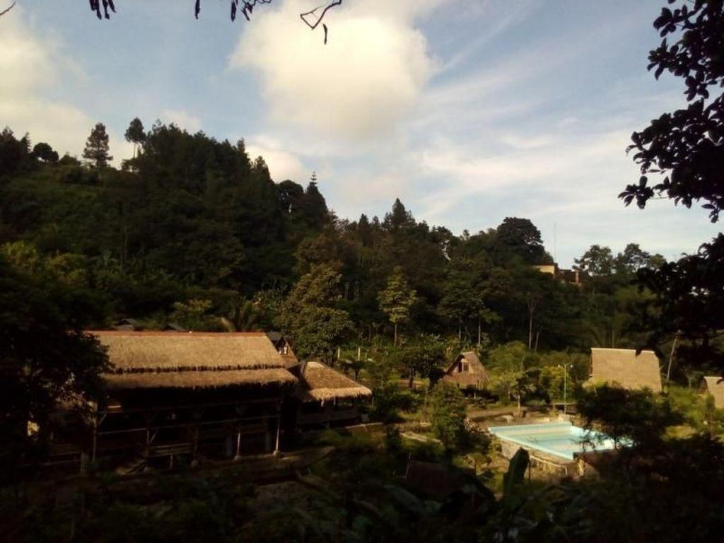 Melepas Rindu Sambil Hiking di Bogor