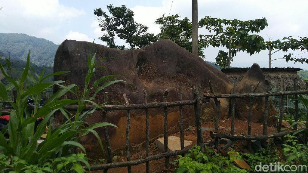 Foto Batu Kuda di Ciamis yang Konon Bikin Pusing dan Kesurupan