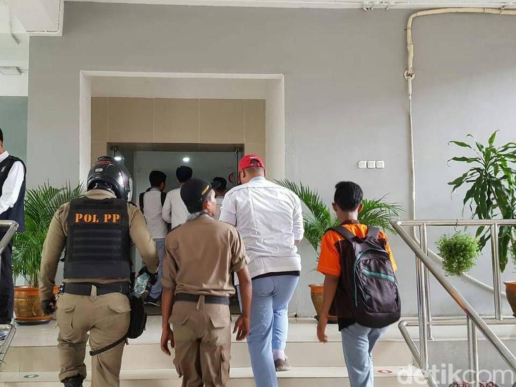 Bolos Sekolah, 20 Pelajar di Surabaya Terciduk Satpol PP