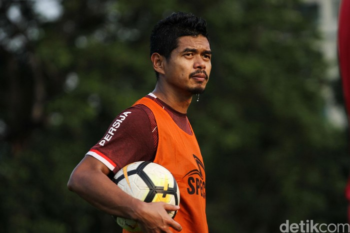 Persija Jakarta menggelar latihan perdana untuk menyambut kompetisi Liga 1 2019. Persija menjalani persiapan di markas latihan baru di Lapangan Aldiron, Jakarta.