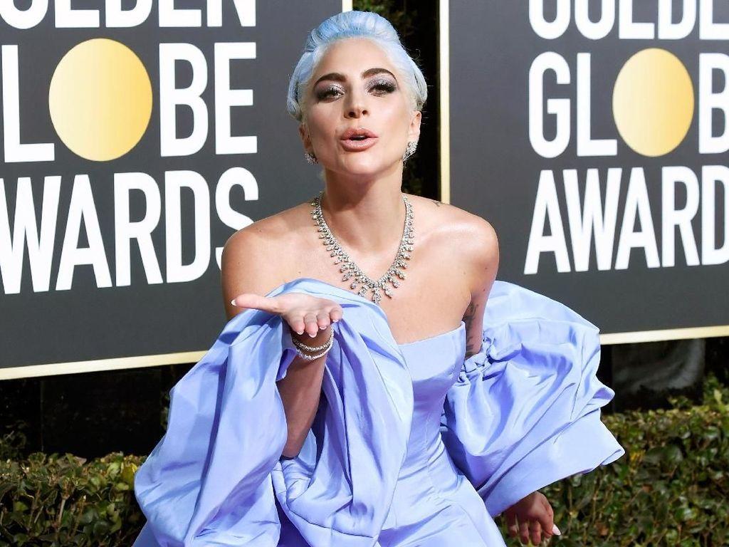 Gaun Lady Gaga Dilelang Pelayan Hotel, Dapat dari Mana?