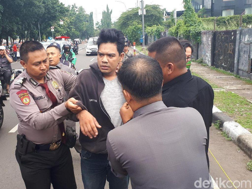 Diduga Maling Helm di Depan KPK, Pria Bawa Kartu Vendor KPK Diciduk