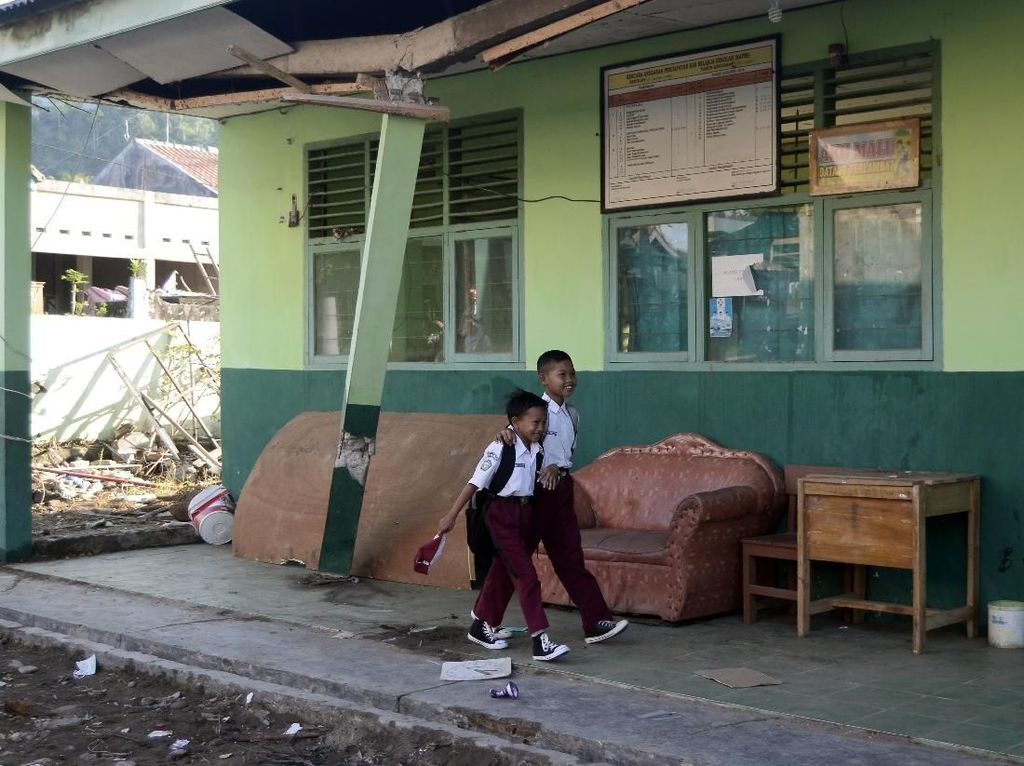 Siswa Korban Tsunami Pandeglang Butuh Seragam Sekolah