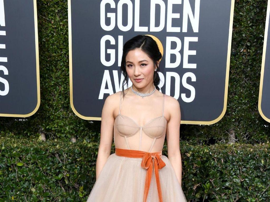 Foto: Adu Gaya Bintang Crazy Rich Asians di Golden Globes 2019