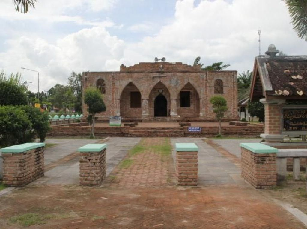 Unik! Ada Masjid Gresik di Thailand Selatan