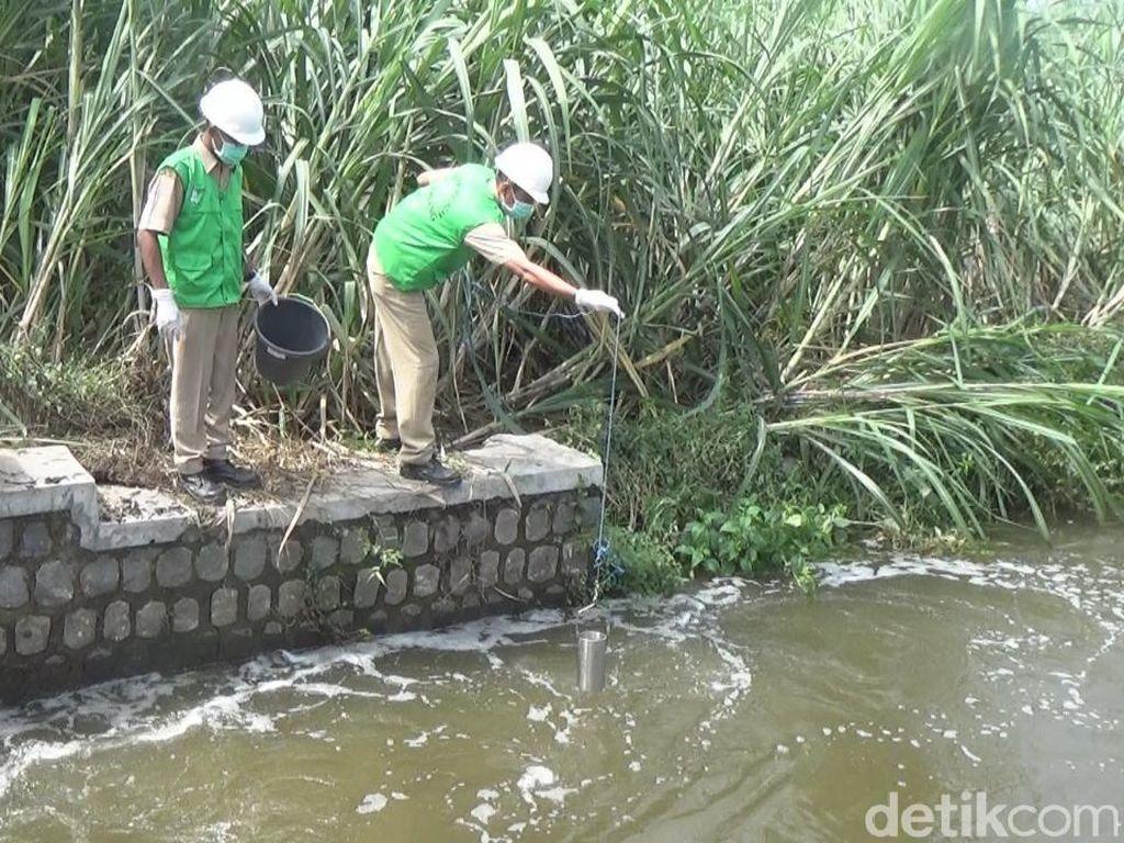 Badan Lingkungan Hidup Cek Kandungan Gunungan Busa di Jombang