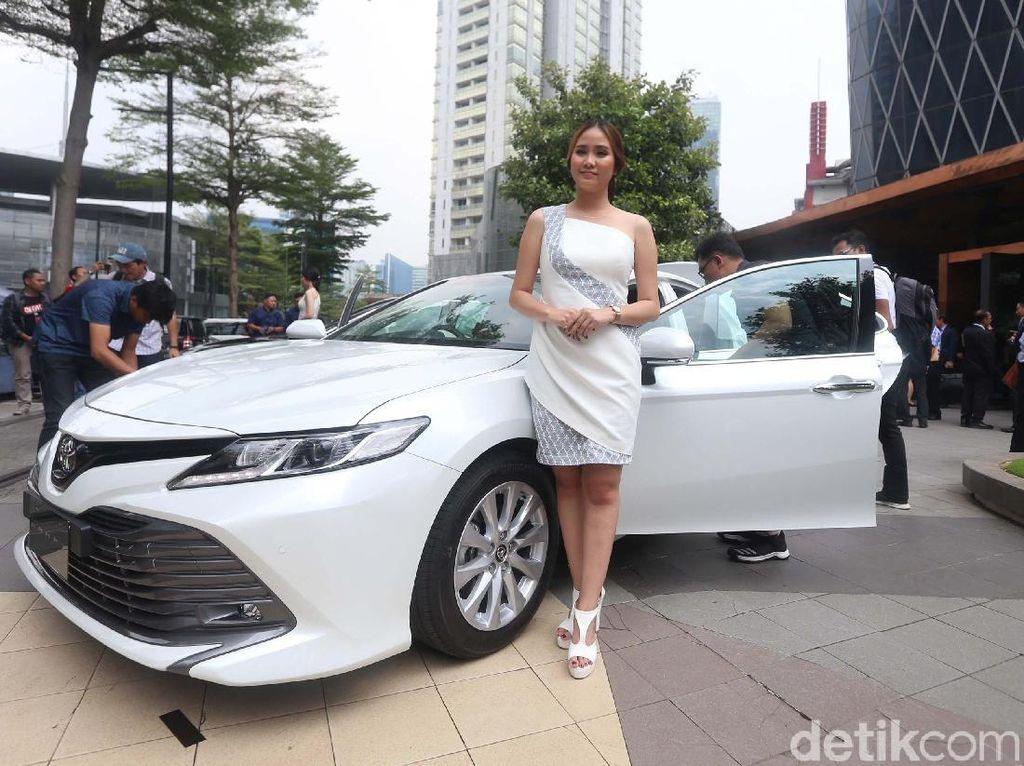 Camry Si Mobil Menteri yang Makin Sangar