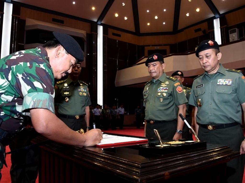 Brigjen Sisriadi Resmi Jabat Kapuspen TNI