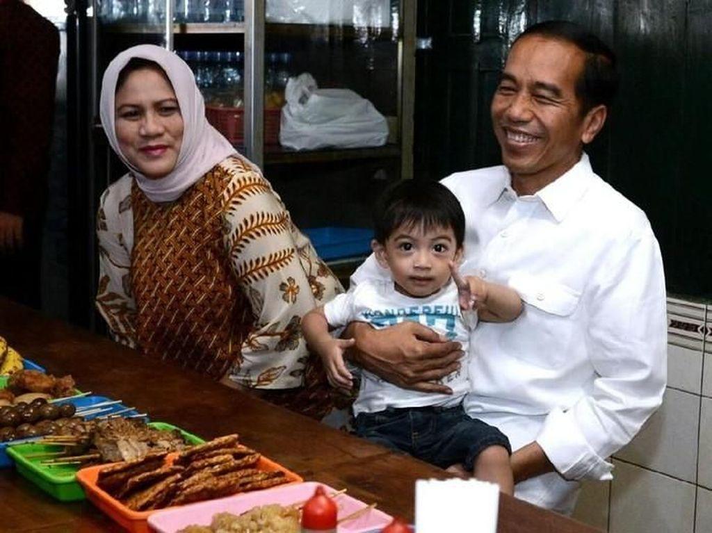 9 Momen Jokowi Menikmati Makanan Ndeso Asli Indonesia