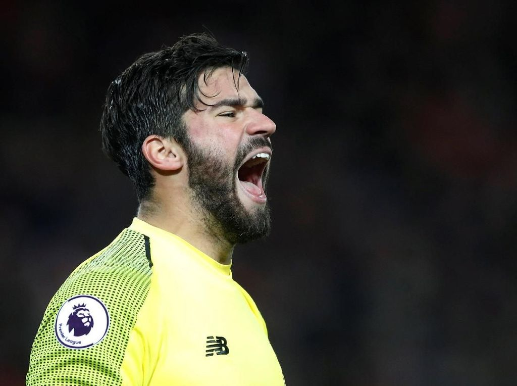 Catatkan 20 Clean Sheet, Alisson Sejajar Kiper-Kiper Elite Premier League