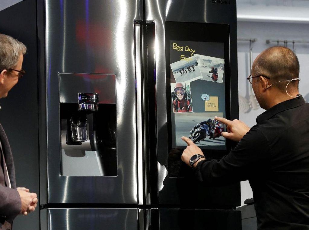 Kulkas Pintar Samsung Juga Bisa Dekatkan Anggota Keluarga