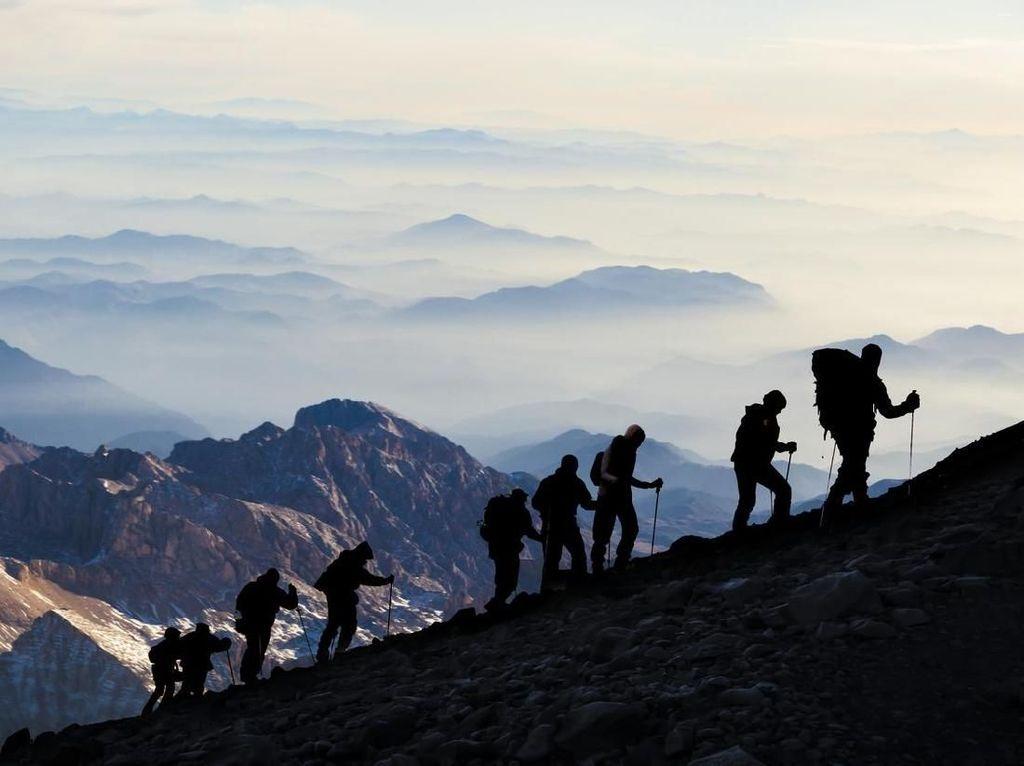 Selain Pisahkan Lelaki-Perempuan, Gunung Rinjani Juga Akan Tutup Hari Jumat