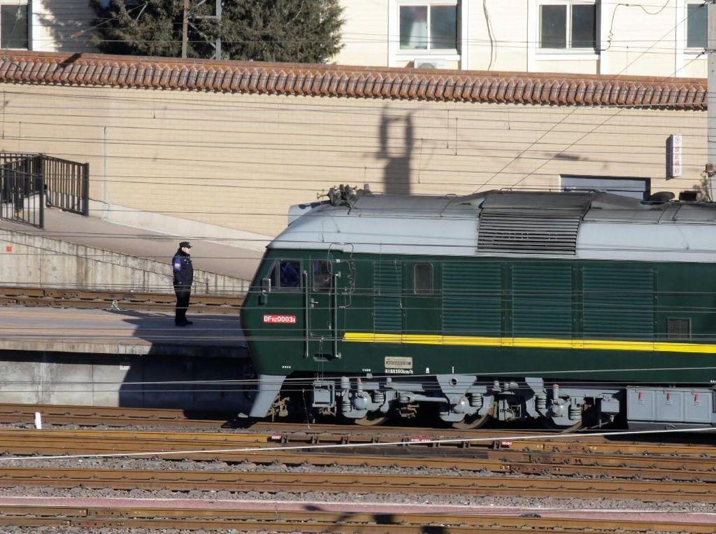 Kereta Api Melaju Cepat Membawa Kim Jong-un Menuju China