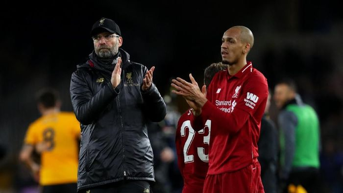 Manajer Liverpool Juergen Klopp dan Fabinho usai dikalahkan Wolves, Selasa (8/1/2019) dini hari WIB. (Foto: Catherine Ivill/Getty Images)