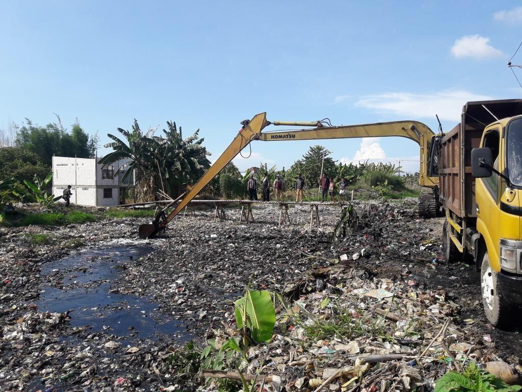 Video: Lautan Sampah di Kali Pisang Batu Bekasi Mulai Dibersihkan!