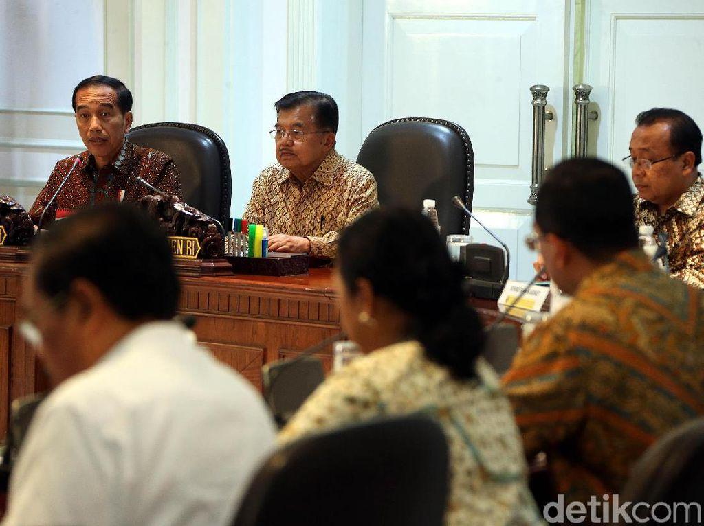 Sehari Setelah Coblos Pilpres, Jokowi Kumpulkan Menteri di Istana