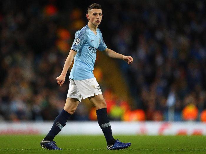 Phil Foden menjadi andalan Manchester City musim ini. Gelandang Inggris yang masih berusia 18 tahun itu tampil 26 kali musim ini dan mencetak 7 gol. Ia pun turut mengantar The Citizen menjuarai Liga Inggris dan Piala Liga. (Foto: Michael Steele/Getty Images)