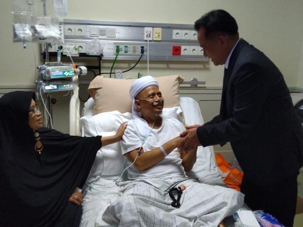 Istri Rindukan Sosok Ustad Arifin Ilham