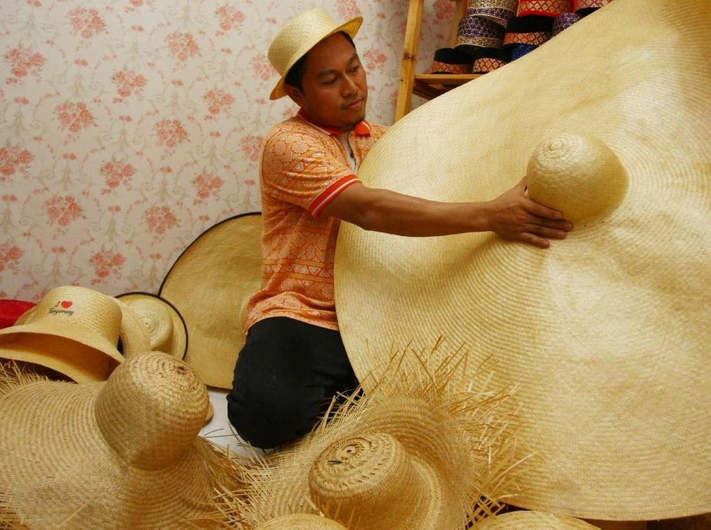 Wow! Topi Bambu Tangerang Tembus Pasar Eropa