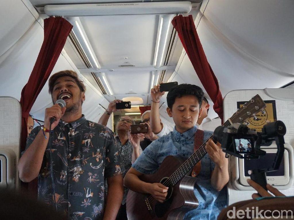 Foto: Garuda Indonesia Bikin Konser Musik di Udara